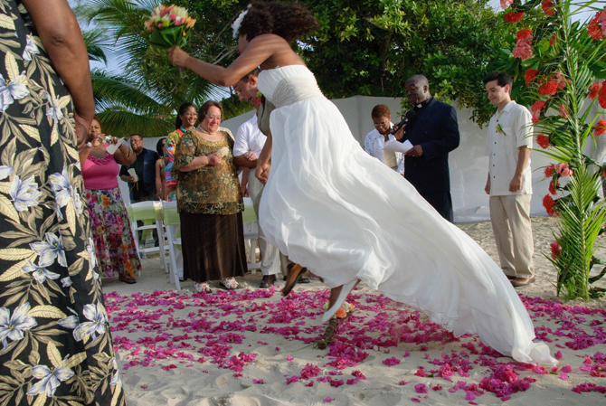 e76591bc DSC 0238 1 Običaji na venčanju: Mlada preskače pušku