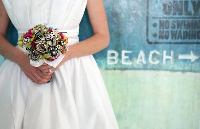 vintagebrooch1 Šest jedinstvenih svadbenih buketa