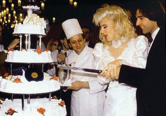 SLIKA 211 Venčanica i svadbena torta Lepe Brene