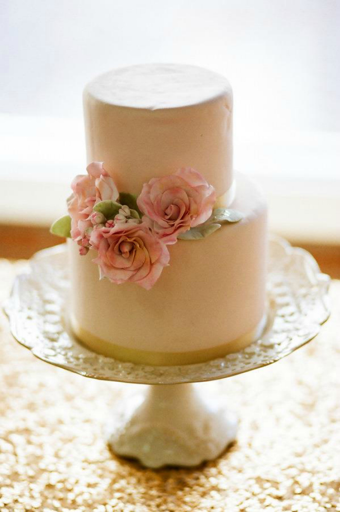 Mala torta Ruže na svadbenoj torti