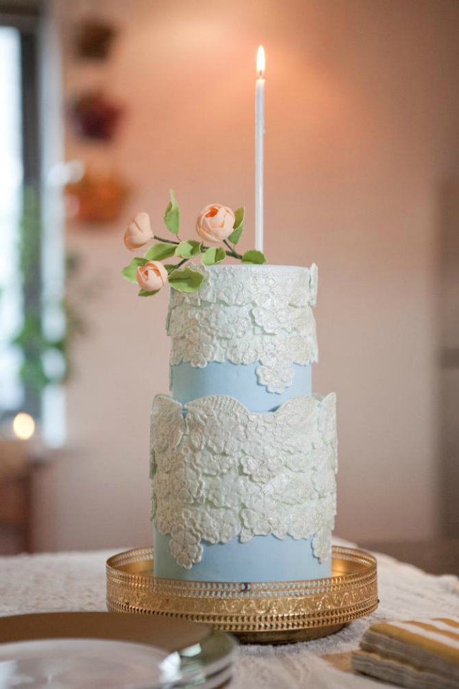 Plava Ruže na svadbenoj torti