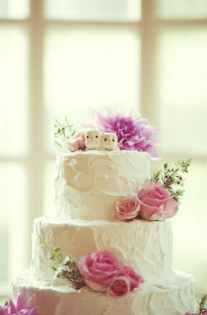 Sa sovicama na vrhu Ruže na svadbenoj torti