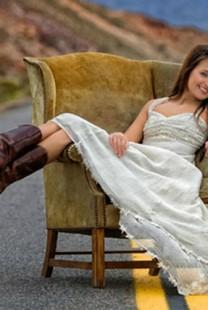 Stajling za venčanje bez venčanice: Čipka i roze