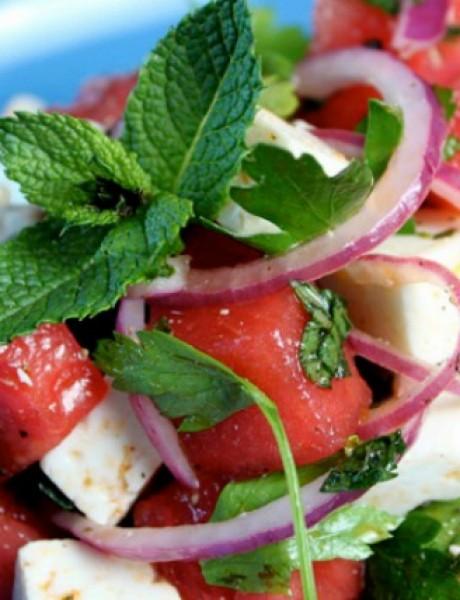 Salata od lubenice sa feta sirom i nanom