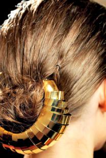 Svadbena frizura: Zlatni aksesoar za kosu