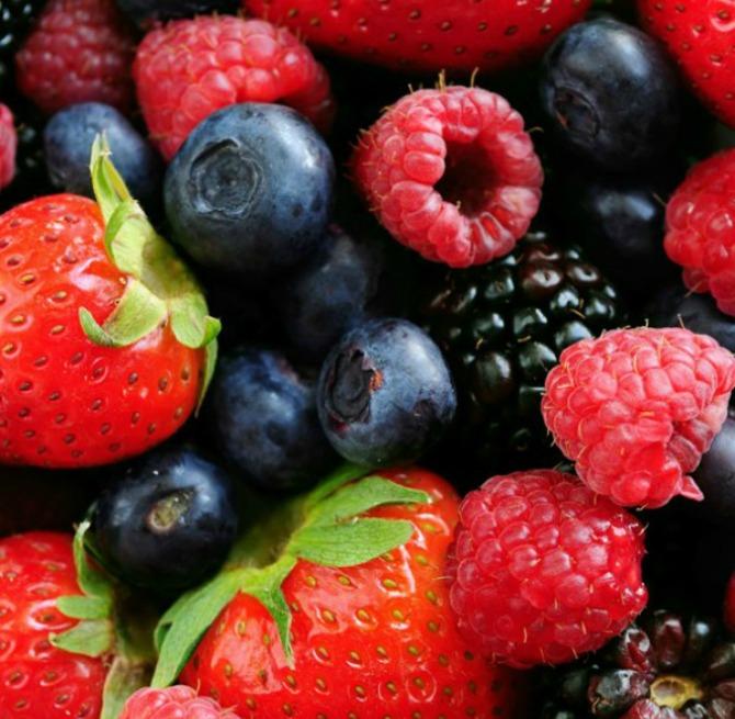 Tamno bobičasto voće 30 najefikasnijih namirnica koje pročišćavaju kožu (3.deo)