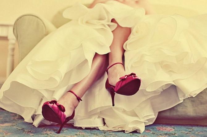 Crvene Cipele za mladu u jarkim bojama