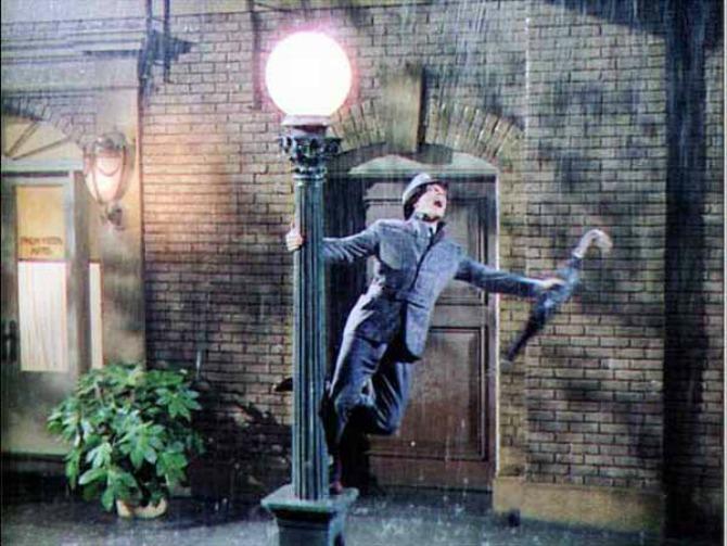 Džin Keli peva na kiši Najbolji ljubavni klasici svih vremena: Pevajmo na kiši