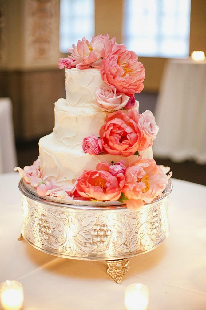 slika104.jpg4 Neobične, ženstvene i slatke svadbene torte (1. deo)