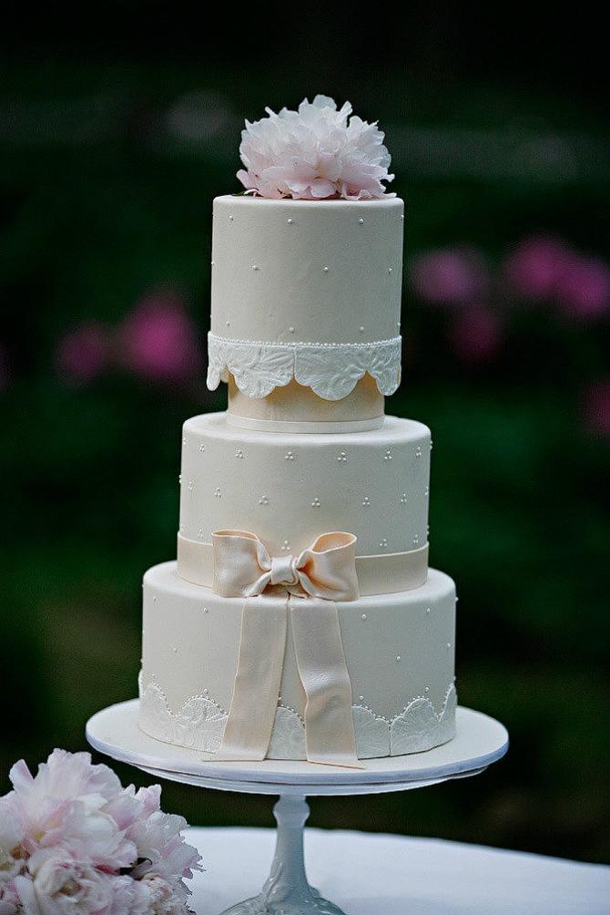 slika46.jpg6 Neobične, ženstvene i slatke svadbene torte (1. deo)