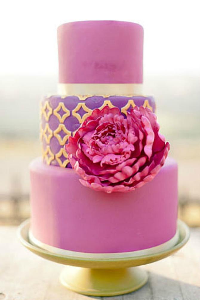 slika67.jpg7 Neobične, ženstvene i slatke svadbene torte (2. deo)
