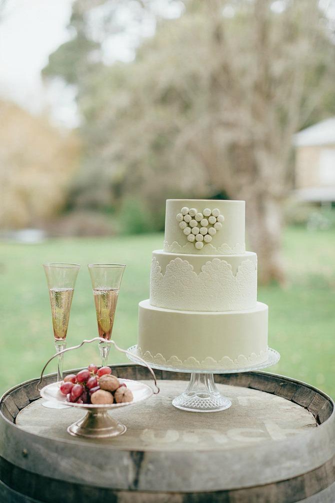 slika75.jpg5 Neobične, ženstvene i slatke svadbene torte (1. deo)