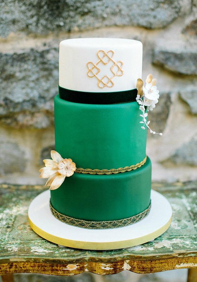 slika76.jpg6 Neobične, ženstvene i slatke svadbene torte (2. deo)