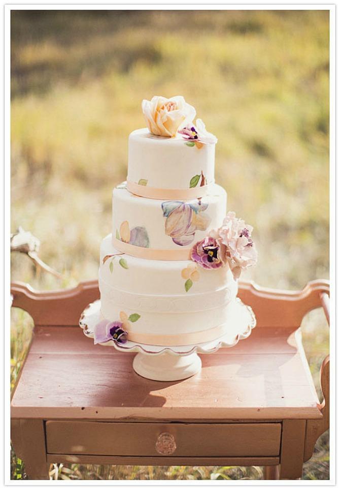 slika95.jpg5 Neobične, ženstvene i slatke svadbene torte (2. deo)