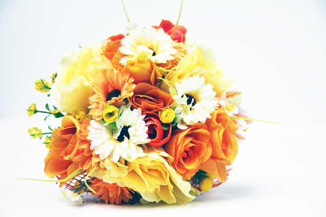 orange yellow unique wedding bouquet 2 Predlog dana: Spoj najrazličitijeg cveća