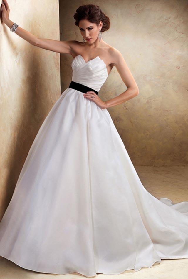 13833 maggie sottero wedding dress primary Venčanica dana: Haljina Maggie Sottero