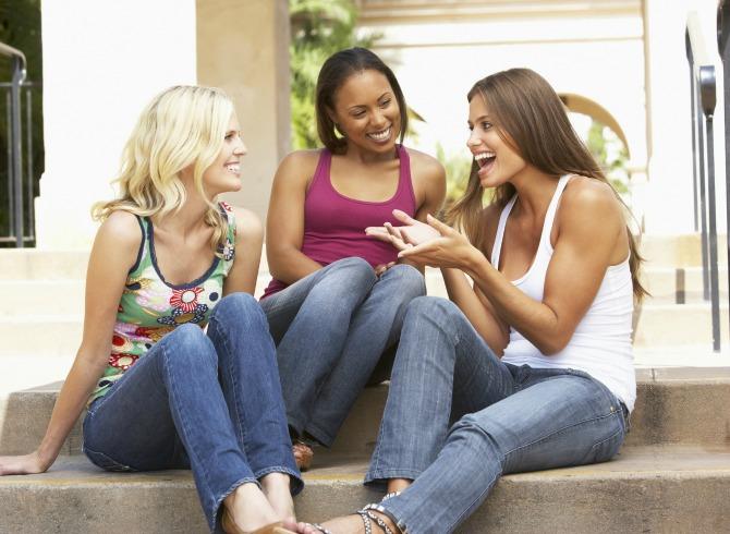 572301.women talking Treći u paru (3. deo)