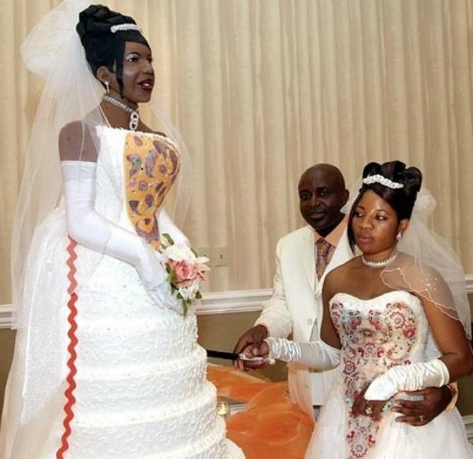 galleryimage1297975552 feb 5 2012 600x583 Neobične svadbene torte