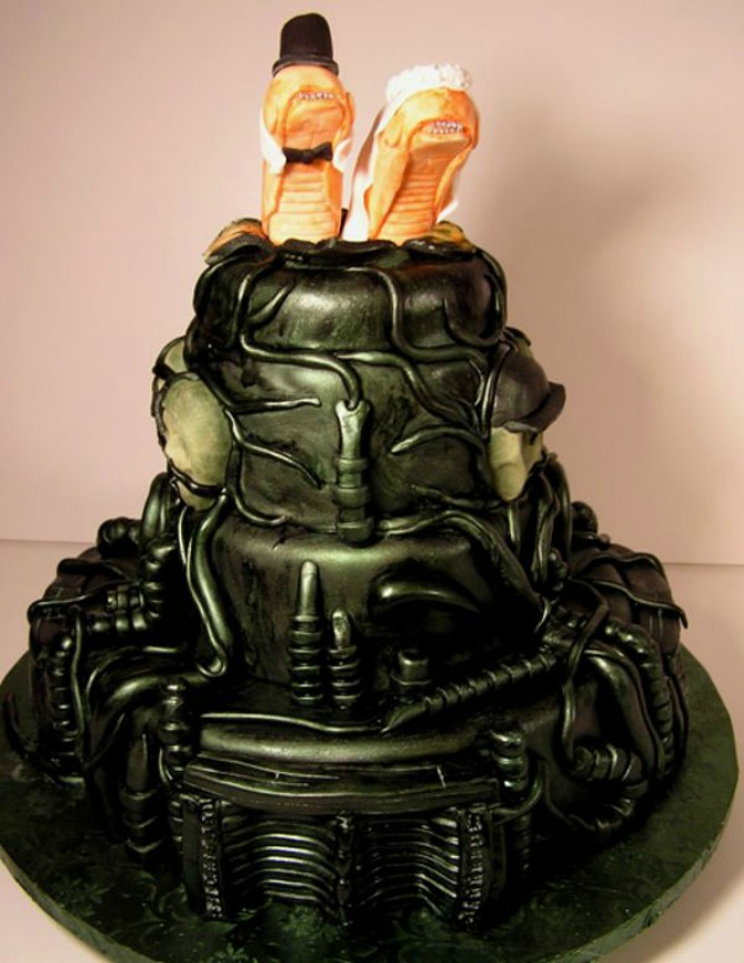 galleryimage984112917 feb 4 2012 600x776 Neobične svadbene torte