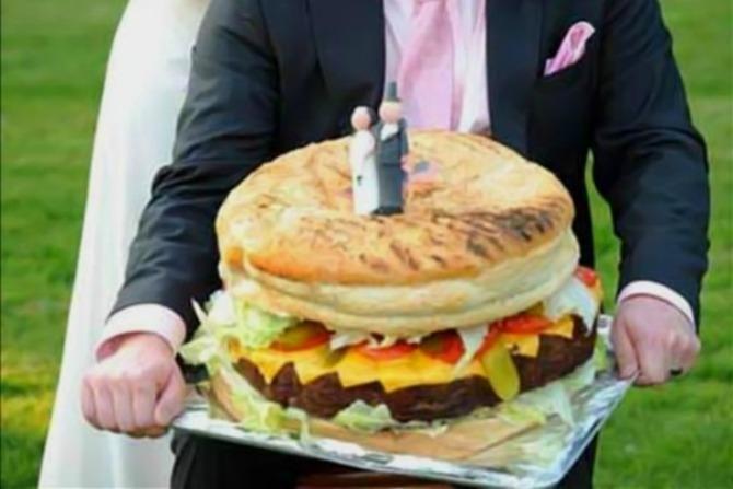 most bizarre wedding cakes ever1383726292 jun 3 2013 1 600x400 Neobične svadbene torte