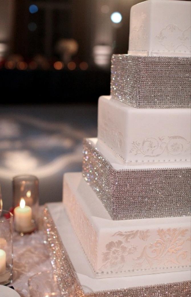 slika1.jpg 1 Elegantna i kristalno glamurozna torta za vaše venčanje