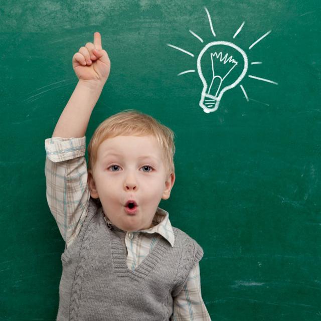 kidandchalkboard shutterstock 95571682 700x700 Odakle dolaze dečija pitanja?
