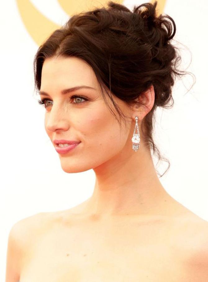 romantic wedding makeup jessica pare h724 Emmy Awards 2013: Romantičan izgled