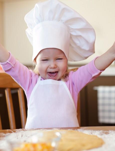 Deca u kuhinji