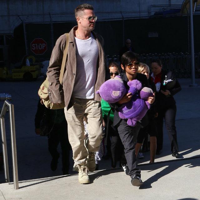 Angelina Jolie Brad Pitt Kids LAX 11 Porodica Džoli   Pit ponovo na okupu