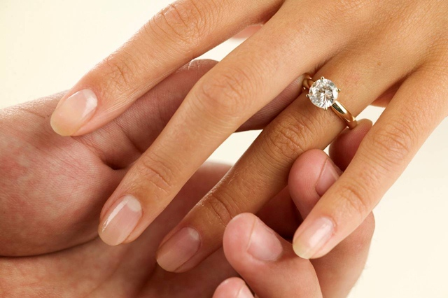 Engagement diamond ring Pet stvari koje vas čekaju nakon veridbe