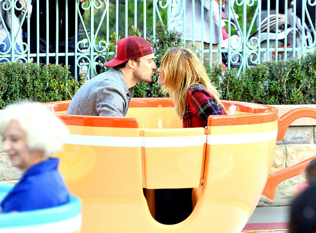 Lauren Conrad William Tell Disneyland Pictures 31 Loren Konrad i Vilijam Tel u zabavnom parku