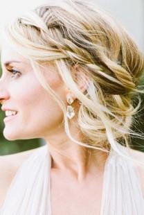 Frizura za venčanje: Pletenica i punđa
