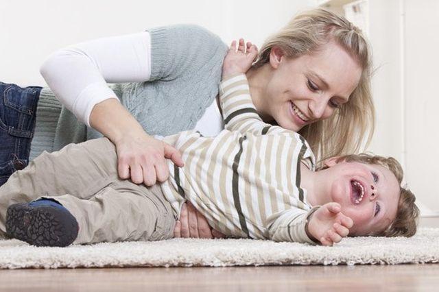 mother and toddler playing rex Preko aktivne mame do aktivne bebe
