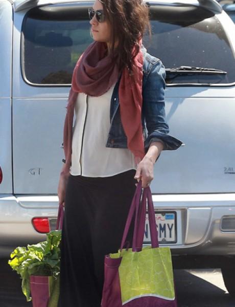 Mila Kunis prošetala stomačić gradom