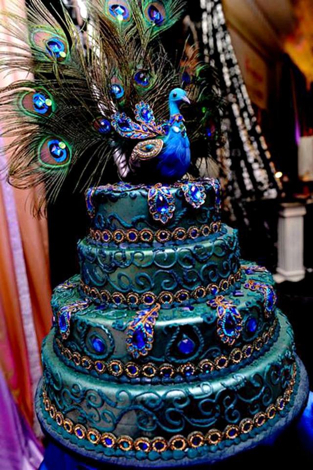 Torta paunovo perje Trendi venčanje: Torta u bojama paunovog perja