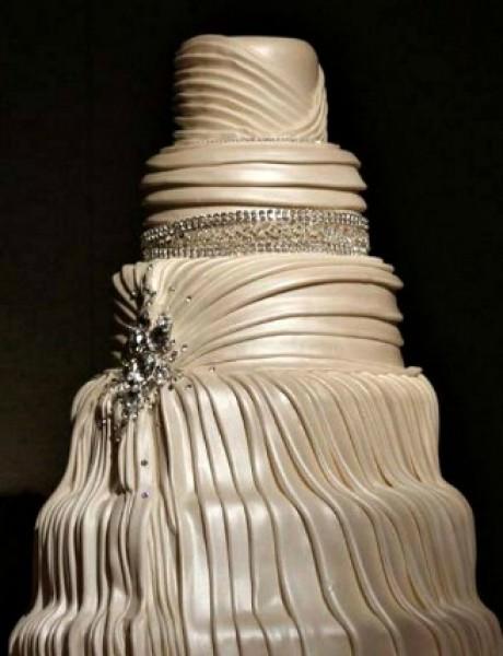 Trendi venčanje: Torta od satena