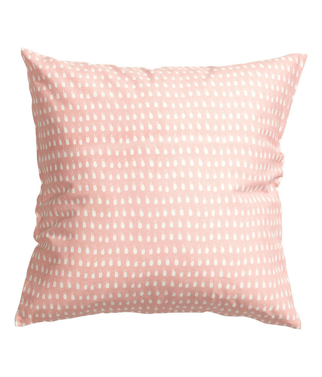 cotton pillow 6 affordable way switch up your decor Pastelne boje za nežniji enterijer