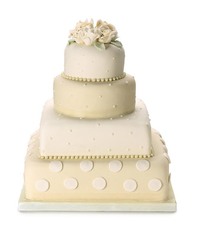 how to choose high street wedding cakes to suit your theme polkadot cake Nežne torte za prolećno venčanje