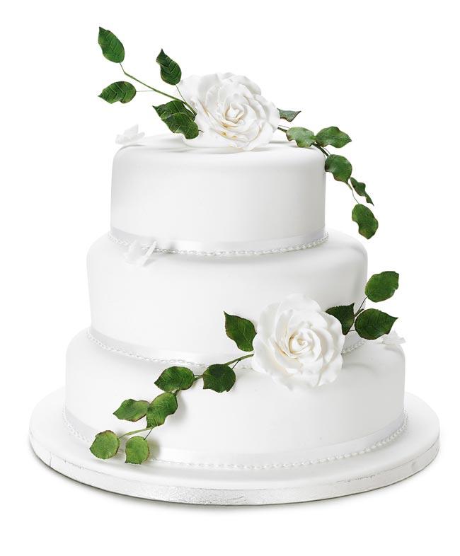 how to choose high street wedding cakes to suit your theme rose butterfly cake Nežne torte za prolećno venčanje