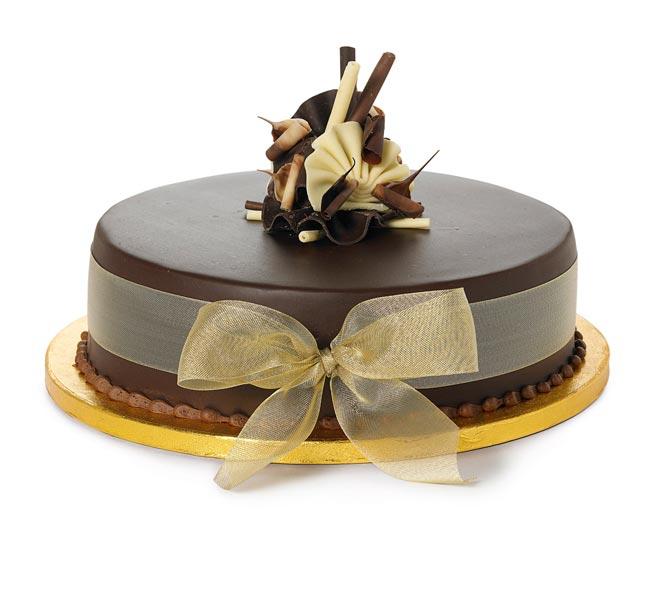 how to choose high street wedding cakes to suit your theme single choc cake Nežne torte za prolećno venčanje