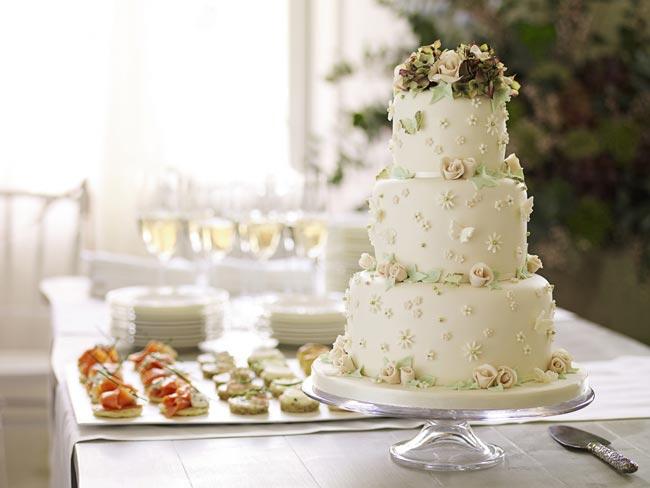 how to choose high street wedding cakes to suit your theme vintage cake Nežne torte za prolećno venčanje