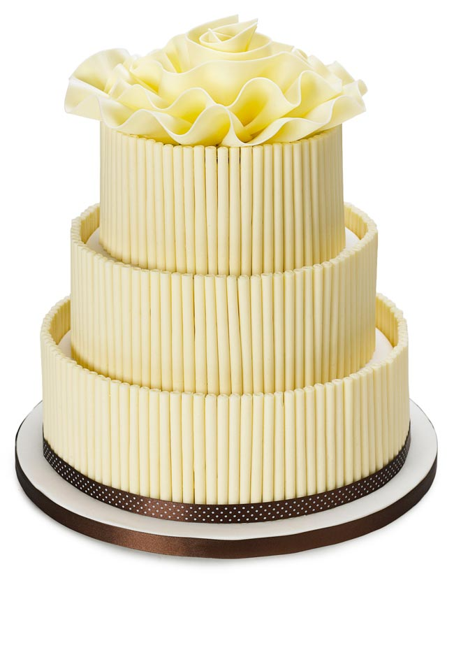 how to choose high street wedding cakes to suit your theme white choc cake Nežne torte za prolećno venčanje