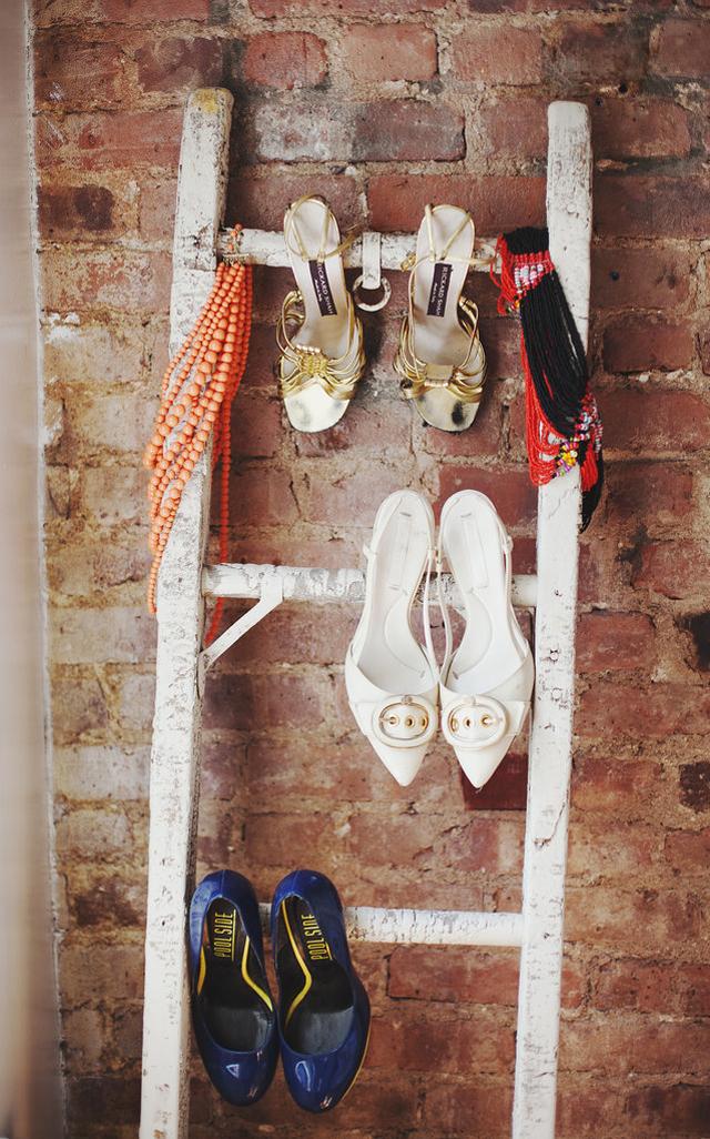 repurposed ladder offers additional shoe storage1 Vrhunski njujorški enterijer   za džabe!