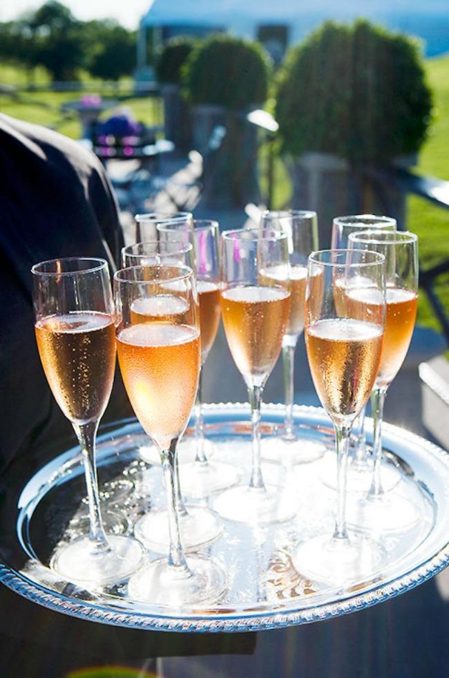 329 Rosé vino za divan početak braka