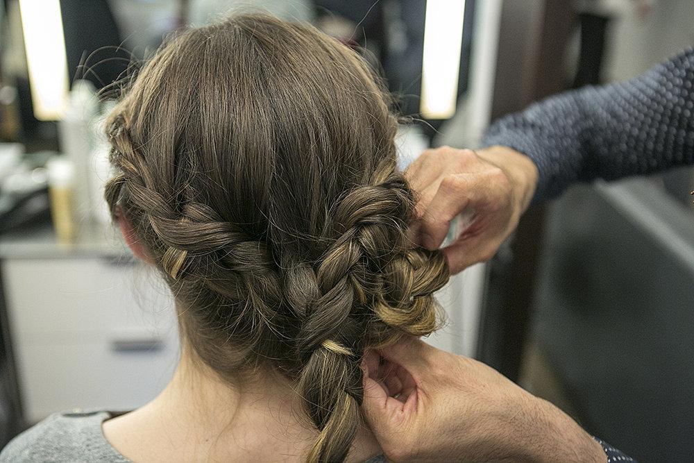 Step Four Braided Chignon Brunch Tri različite frizure za jedno venčanje