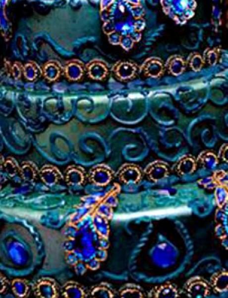 Trendi venčanje: Torta u bojama paunovog perja