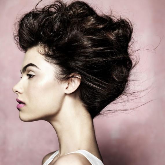 Voluminous updo hairstyle Frizure za mlade i gošće