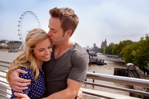 couple romance london eye Savršena destinacija za medeni mesec: London, spoj luksuza, romantike i istorije