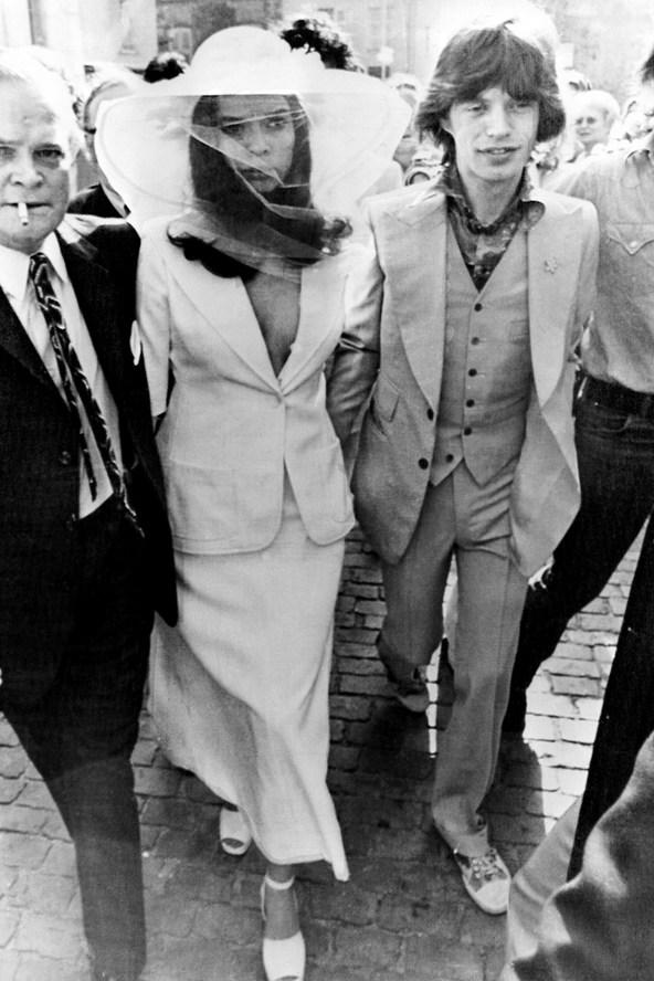 wedding bianca mick jagger glamour 28jan14 getty b 592x888 Venčanje iz snova: Alternativne venčanice