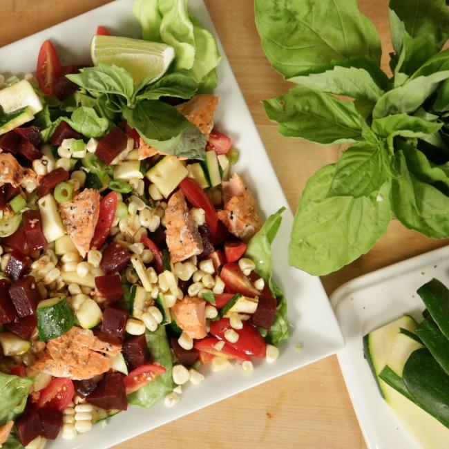 12  Salata sa sosom i lososom